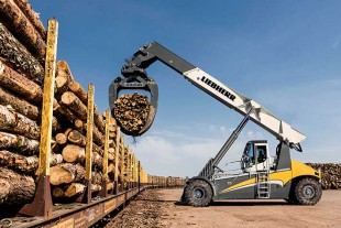 First impressions of the new Liebherr LRS 545 Log Handler prototype doing its work.