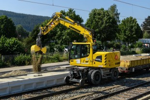 The Liebherr A 922 Rail Litronic is the allrounder among the hydraulic excavators – © Liebherr