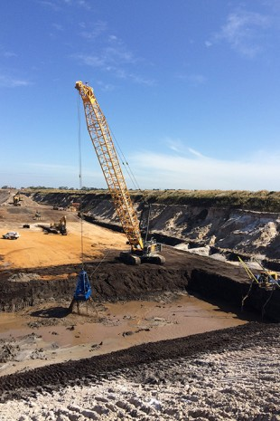 The HS 985 HD in a sand quarry in Lang Lang, Victoria.