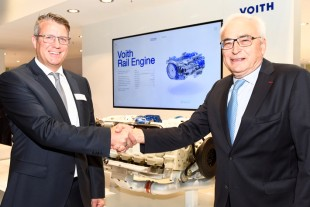 "Dr. Uwe Knotzer and Dr. h.c. Dipl.-Ing. (ETH) Willi Liebherr presented the ""Voith Rail Engine"" at InnoTrans 2018."