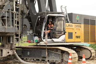Adriana has a close eye on the full displacement drilling equipment.