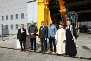 The grand opening of Liebherr's new development and demonstration centre in Kirchdorf (f.l.t.r.): Mayor Rainer Langenbacher, Member of the Board of Directors Jan Liebherr, Technology Manager Werner Seifried, District Administrator Dr. Heiko Schmid, Father Walkler Caxilé and Deacon Hellger Koepff