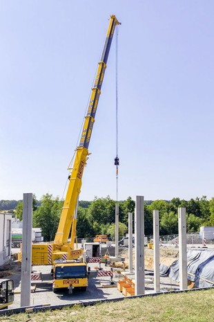 Schick's new LTM 1250-5.1 building a warehouse in Bad Kissingen on a constricted site.