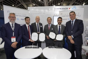 From left to right: Gery Mortreux (EVP Air France Industries), Thibaut Campion (CEO Singapore Component Solutions), Ekkehard Pracht, Charles Thoyer-Rozat (both Liebherr-Aerospace), Jacques Montmayeur (CEO Singapore Component Solutions), and Philippe Delisle (President Sabena Technics) after the agreement signature at MRO Asia 2018.