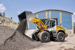 The robust L 546 is the largest member of Liebherr's mid-sized wheel loader range.