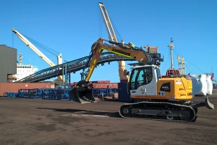 Qube Bulk's R 920 Crawler Excavator on site.