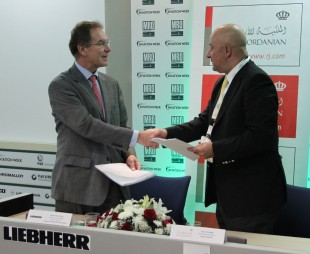 Amer M. Hadidi, President & CEO of Royal Jordanian (right) and Charles Thoyer-Rozat, Exec. VP Customer Services Aerospace of Liebherr-Aerospace & Transportation SAS (left) signed the contract during MRO Middle East 2013.