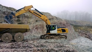 R 946 crawler excavator in surface clay mining