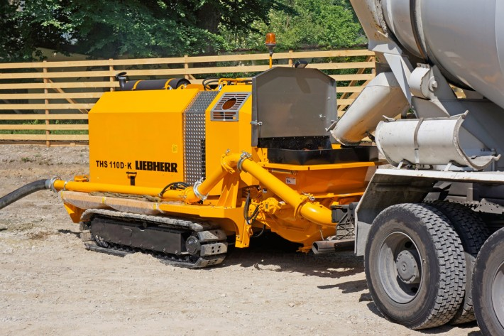 Pompe b ton sur chenilles liebherr ths 110 d k pr sent e la foire des machines de chantier - Pompe a teton ...