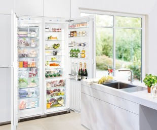 SBS 70I4: The integrable side-by-side combination not only stands out because of its design quality, but also features a spacious refrigerator compartment, BioFresh safes and the NoFrost freezer compartment with automatic ice maker