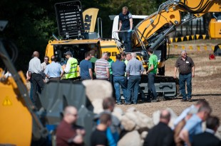 "In Colmar, the crawler excavator R 918 attracts many interested guests at the ""International Day"" of the roadshow through France."