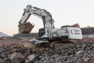 The mining excavator R 9150 can be seen in live demonstration