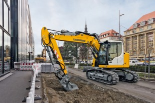 Liebherr crawler excavator R 914 Compact deployed in road works