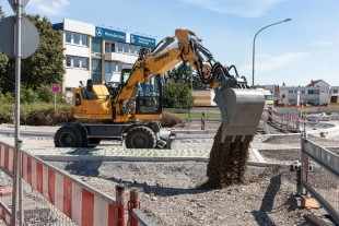 Liebherr wheeled excavator A 910 Compact deployed in inner city road works