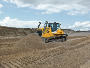 Liebherr PR 736 Litronic crawler tractor extracting sand and gravel