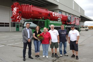 From left to right: Joachim Sommer (Regional Sales Director, Liebherr-Werk Ehingen GmbH); Yvonne Scholl, Managing Director; Angelika Scholl, Managing Director; Karl-Heinz Scholl, Crane Driver; Andreas Merkel, Technical external Sales; Jan Marwinski, Crane Driver (all from Karl Scholl GmbH)