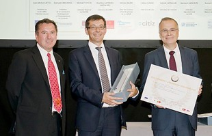 Jean-Michel Lattes, President of Tisséo TCMS (left) presented the award to N. Bonleux, Managing Director Liebherr-Aerospace & Transportation SAS (middle). and JL Maigne, Managing Director Liebherr-Aerospace Toulouse SAS (right)