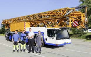 Left to right: Rico Baumann (Baumann Kran AG), Hans Peter Baumann (proprietor of Baumann Kran AG), Marc Bollinger (Mobile Construction Cranes Division Manager at Liebherr Baumaschinen AG), Marcel Hofer (Service Technician at Liebherr Baumaschinen AG).