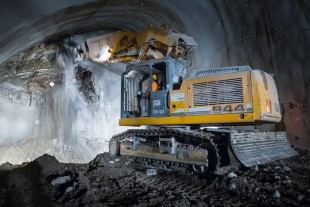 In the Stuttgart 21 construction project, a total of eight Liebherr R 944 C Tunnel crawler excavators are tunnelling using the shotcrete method.
