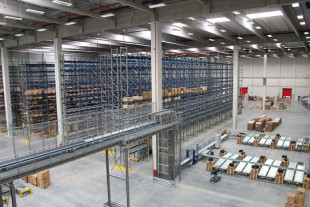 Manual warehouse area and automatic dispatch at the new Liebherr logistics centre in Oberopfingen (Germany)