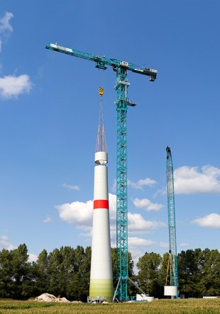 1000 EC-B 125 Litronic flat-top crane erecting an Enercon wind turbine with a hub height of 135 metres.