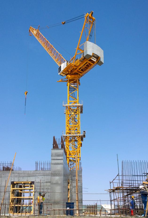 Tower crane nz : Four liebherr tower cranes building the tallest