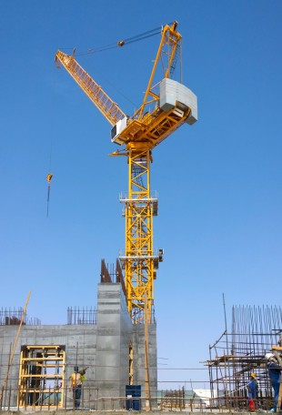 Liebherr luffing jib crane climbs with the building up to a height of around 1,000 metres.