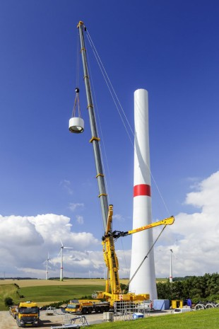 Max Bögl's LTM 11200-9.1 hoists a 63-tonne adapter used as a transition from the concrete tower to the steel tower.