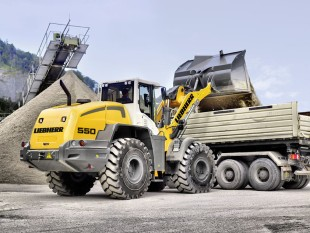 Liebherr wheel loader L 550, representing the expanded wheel loader product range for the Indian market, loading a truck.
