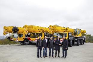 From left to right: Florian Maier, Wolfgang Sailer (both Liebherr-Werk Ehingen GmbH), Hermann Setzmüller, Werner Schmidbauer (both Schmidbauer GmbH & Co. KG), Dieter Walz (Liebherr-Werk Ehingen GmbH)