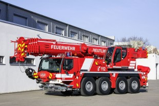 The Reutlingen fire brigade took delivery of a LTM 1070-4.2 fire brigade crane from Liebherr with variable support base VarioBase®. (Photo: Hans-Jürgen Stiehl, Frankfurt)