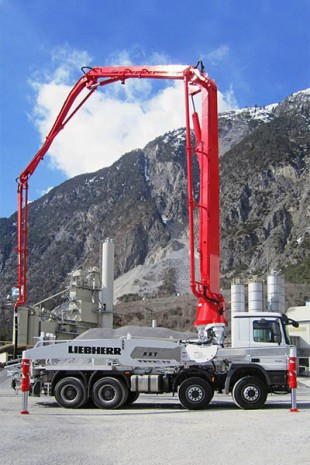 37 R4 XXT concrete pump with Liebherr-patented narrow outrigger