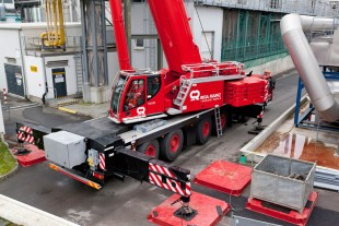 The Liebherr mobile crane LTM 1300-6.2 with VarioBase