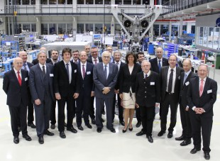 State Minister Aigner (6th from right), State Secretary Hofelich (1st from right), Dr. h.c. Willi Liebherr (centre) as well as other high ranking guests in the landing gear assembly area of Liebherr-Aerospace in Lindenberg.