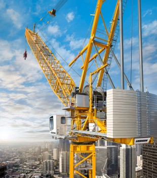 The new Liebherr 710 HC-L luffing-jib crane adds a new top-end model to the series