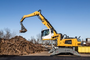 The new Liebherr LH 30 M material handler handling scrap