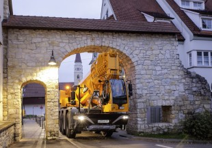 The new Liebherr LTC 1050-3.1 compact mobile crane is ideal for use in constricted areas
