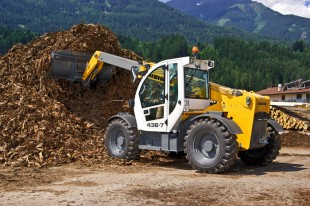 The new Liebherr telescopic handler TL 432-7 deployed in a sawmill