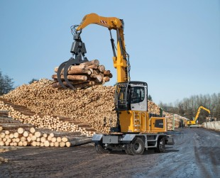 Precise positioning of trunks with the new Liebherr LH 35 M Timber