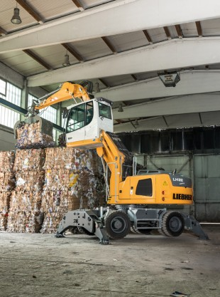 The Liebherr LH 22 M material handler in recycling operation