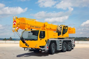 The Liebherr LTM 1060-3.1 has a 48 m long telescopic boom and offers enormous load capacities