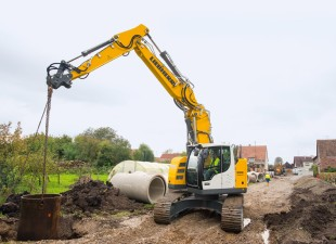 The Liebherr crawler excavator R 926 Compact in operation in pipe-laying work