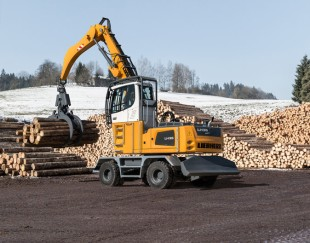 Liebherr LH 35 M Timber Litronic handling logs
