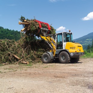 Many companies in the timber industry rely on Liebherr stereo loaders. The agile machines demonstrate their flexibility in coping with a wide variety of applications in the timber industry.