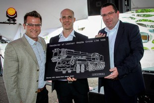 From left to right: Marcus Wilkinson (Elcon Crane Hire), Erik Benz (Liebherr-Werk Ehingen GmbH), Christoph Kleiner (Liebherr-Werk-Ehingen GmbH)