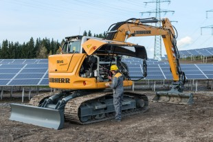 Optimal accessibility for servicing on the Liebherr crawler excavator R 914 Compact