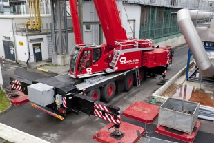 Liebherr LTM 1300-6.2 mobile crane in use with VarioBase®