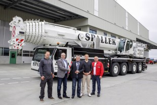 From left to right: Florian Lauwerth (Autokrane Werner Spallek GmbH & Co. KG), Christoph Neumann (Liebherr-Werk Ehingen GmbH), Werner Spallek, Philipp Spallek, Vadim Kortschevski (all Autokrane Werner Spallek GmbH & Co. KG)
