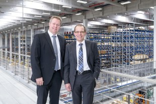Martin Barth, managing director of Liebherr-Logistics GmbH (right), and logistics manager Kilian Ribhegge