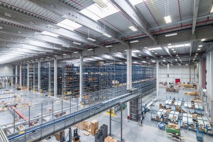 Manual warehouse area and shipping at the new Liebherr logistics centre at Oberopfingen